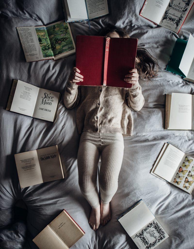 readingbooks-before-take-a trip