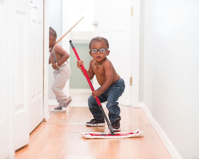 kids-eh-mopping